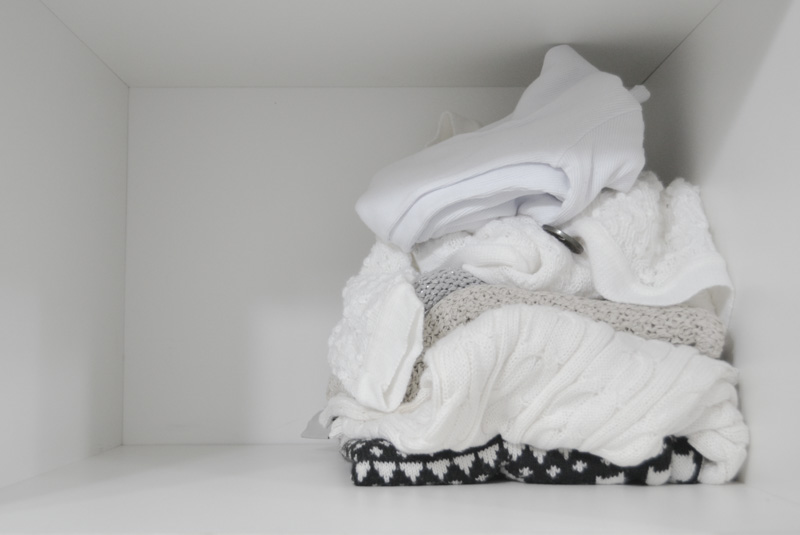Armário Minimalista: Arrumando apenas uma prateleira | vida minimalista #vidaminimalista