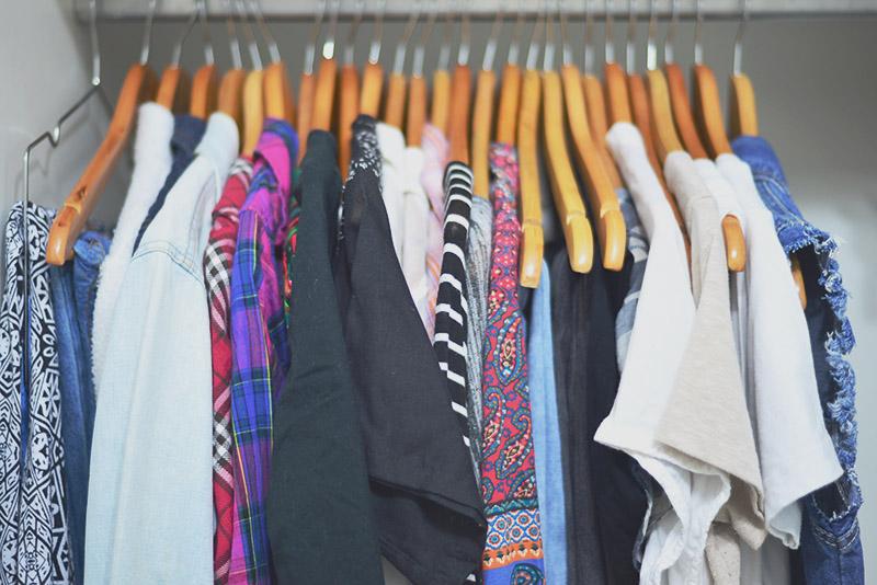 Comecei o projeto desapego 2017: roupas! - Leve por aí, por Camile Carvalho